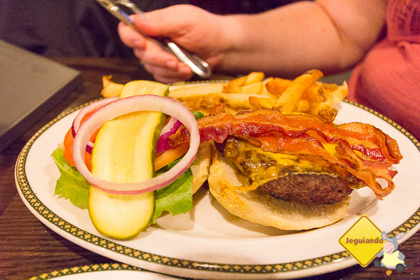 Belfast Cheeseburger. The Old Triangle, Halifax. Imagem: Erik Araújo