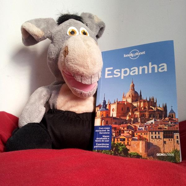 Jegueton e o novo Guia Lonely Planet da Espanha. Imagem: Janaína Calaça