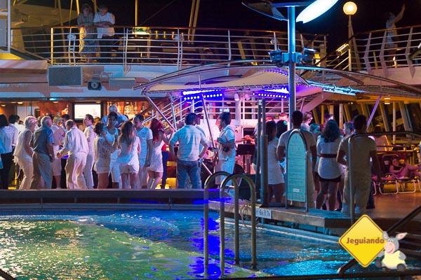 Festa à beira da piscina. Imagem: Erik Araújo