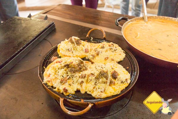 Pizza de polenta, massa crocante e irresistível. Imagem: Erik Araújo