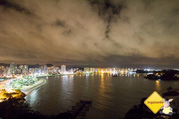 Vista noturna de Vitória-ES a partir da Ilha do Boi. Imagem: Erik Araújo