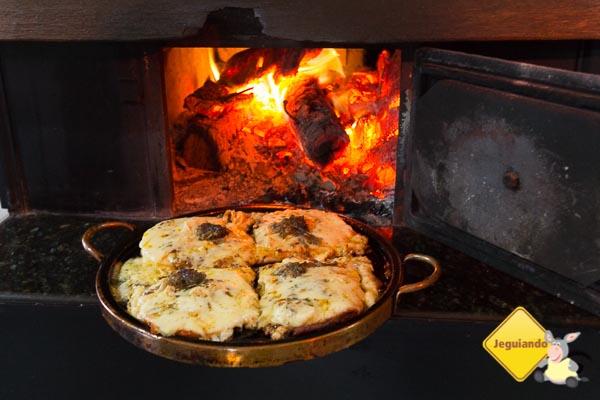 Pizza de polenta, influência duplamente italiana na gastronomia serrana. Imagem: Erik Araújo