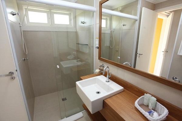 Banheiro do apartamento Luxo. Imagem: Divulgação