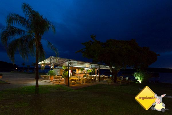 Bar da praia à noite. Imagem: Erik Araújo