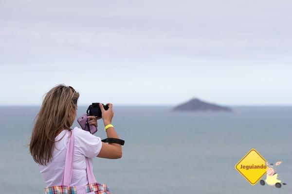 Thais Medina registrando a paisagem do mirante. Imagem: Erik Araújo