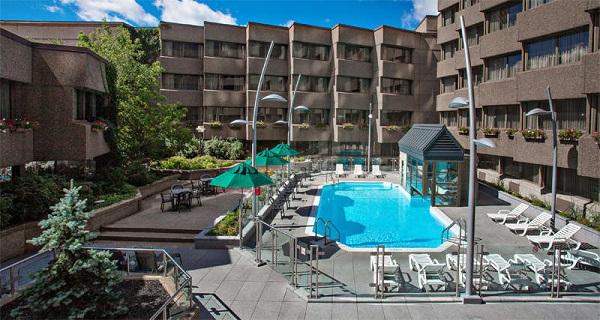 Piscina e área de lazer do Delta Quebec. Quebec City, Quebec. Imagem: Delta Hotels