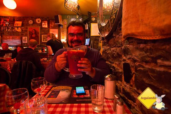 Erik e a sangria. Casa Calzone. Québec City, Québec. Imagem: Erik Araújo