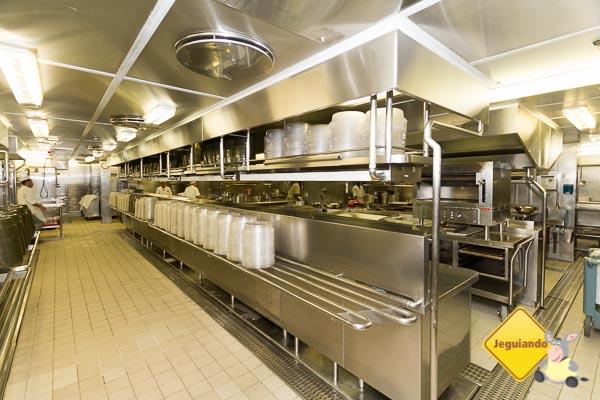 Visitando a cozinha principal do Splendour of the Seas. Imagem: Erik Araújo