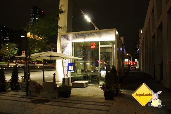 F Bar à noite. Montréal, Québec. Imagem: Erik Araújo