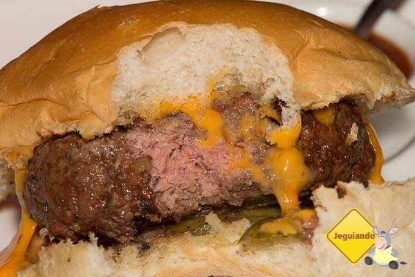 """The Incredible Homemade BBQ Cheeseburger"", decore esse nome! - Imagem: Erik Araújo"