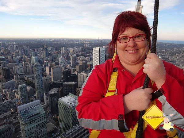 Edge Walk na CN Tower. Toronto, Ontário. Imagem: Jeguiando