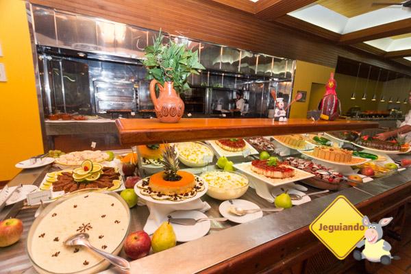 Buffet de sobremesas do restaurante do Hotel Estância Barra Bonita. Imagem: Erik Araújo