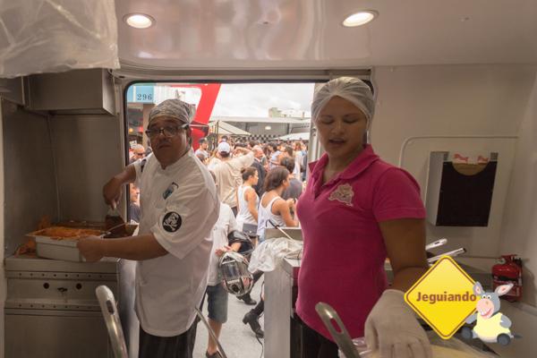 Assustando o Chef Arturo Herreira. Imagem: Erik Araújo