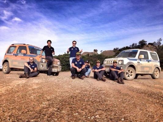 César Urnhani e equipe no alto da Pedra Grande. Imagem: Suzuki
