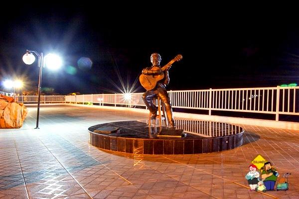 Estátua de Altemar Dutra em Piranhas (AL). Imagem: Erik Araújo