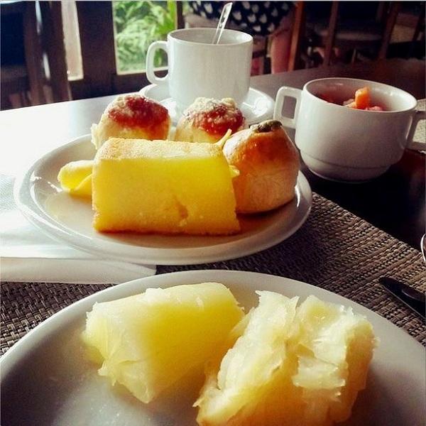 Café da manhã com itens regionais. Imagem: Erik Araújo
