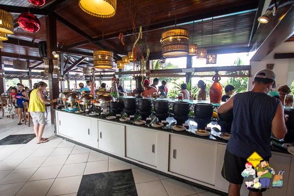 Buffet do restaurante Encontro das Águas. Imagem: Erik Araújo