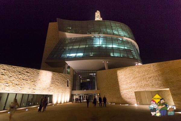 Torre da esperança iluminada. Imagem: Erik Araújo