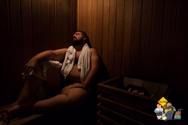 Erik na sauna seca. Imagem: Janaína Calaça