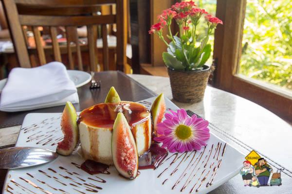 Torta de nata com figos e calda de vinho do porto. Imagem: Erik Araújo