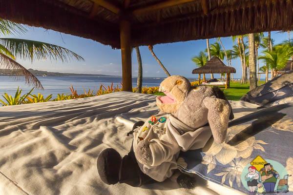 Jegueton relaxando em uma das camas ao ar livre. Imagem: Erik Araújo