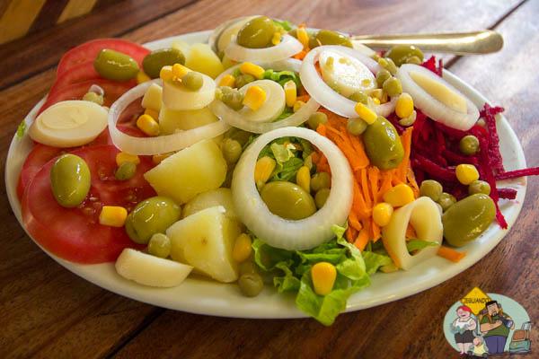 Salada - A melhor pedida para quem vai dividir o prato principal. Imagem: Erik Araújo