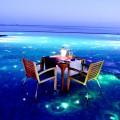 Piscina iluminada do Huvafen Fushi . Imagem: Huvafen Fushi