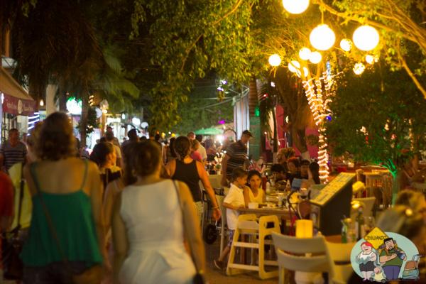 Bares na Calle Quinta Avenida. Imagem: Erik Araújo