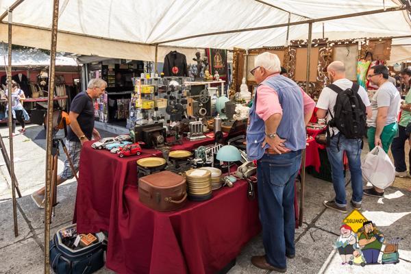 Compras na Praça Benedito Calixto. Imagem: Erik Araújo