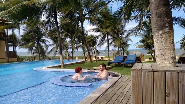 Eu e Nando na piscina. Imagem: Emília Sá
