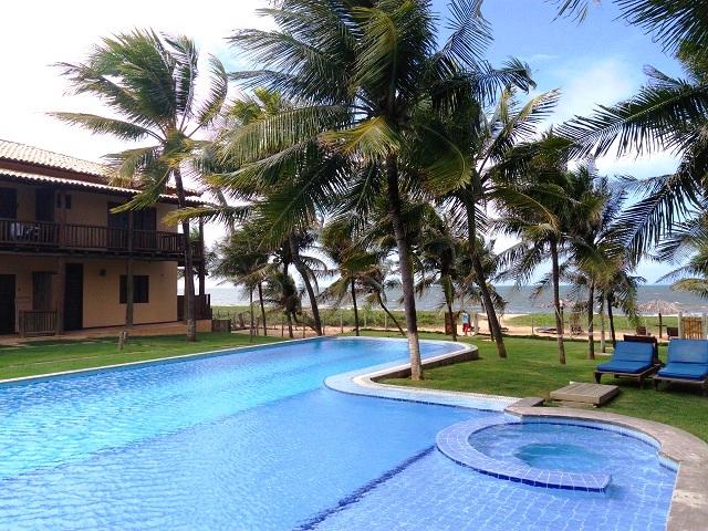 Piscina em frente ao mar. Pousada Praia das Ondas. Itacimirim, Bahia. Imagem: Janaína Calaça