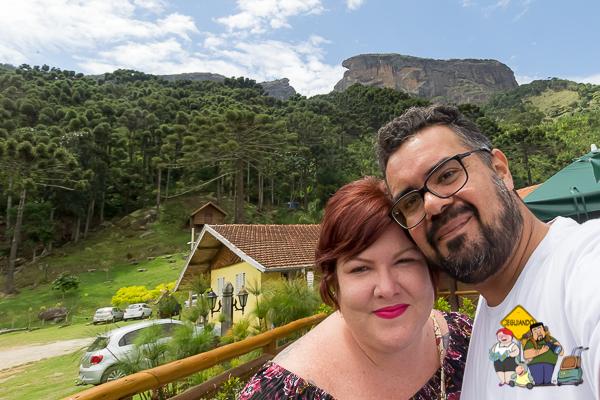 Nós no Restaurante Pedra do Baú. São Bento do Sapucaí, São Paulo. Imagem: Erik Araújo