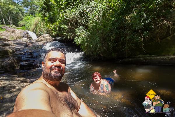 Erik e Jana na Cachoeira dos Amores. São Bento do Sapucaí. Imagem: Erik Araújo
