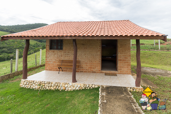 Cabana Lobo Guará, localizada no ponto mais alto da propriedade, tem vista para a Pedra do Baú. Imagem: Erik Araújo