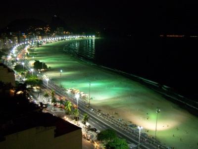 Copacabana à noite. Royal Holiday. Imagem: Jeguiando.