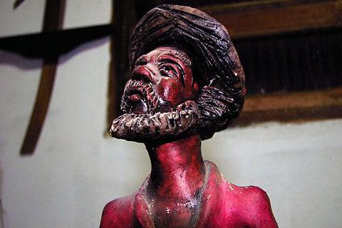 Peça do acervo da Casa de Cultura do Baiano das Astúrias. Imagem: Erik Pzado.