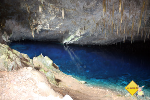 Tons variados de azul atraem a atenção dos visitantes. Bonito, Mato Grosso do Sul. Imagem: Erik Pzado.