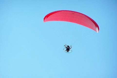 O que é o que é... Um pontinho vermelho no céu? Imagem: Fábio Brito (Arquivo Jeguiando)