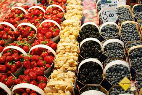 Frutas frescas e respeito à sazonalidade. Marché Jean-Talon (Jean-Talon Market), Montréal, Canadá. Imagem: Erik Pzado
